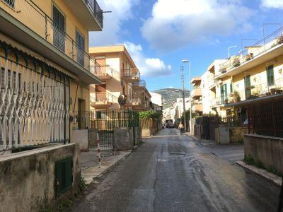 Negozio in affitto a Palermo in Via Santuario Cruillas