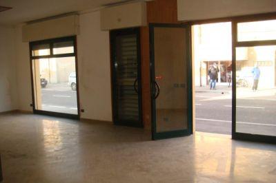Negozio in affitto a Ravenna in Via Zattoni