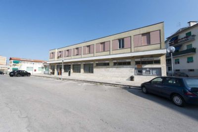 5 locali in vendita a Ancona in Piazza Evangelista Torricelli, 22