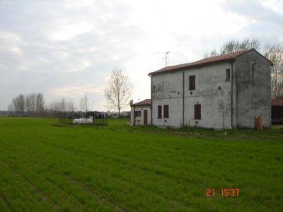 Casa indipendente in vendita a Mantova in Strada Trincerone