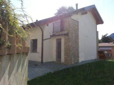Casa indipendente in vendita a Lecco in Corso Emanuele Filiberto