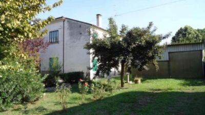 Casa indipendente in vendita a Ferrara in Via Portomaggiore