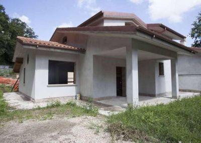 Villa in vendita a Riano in Strada Privata Colleromano