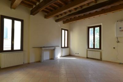 5 locali in vendita a Correggio in Piazza San Quirino