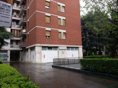 Negozio in affitto a Bologna in Via Giacomo Ciamician