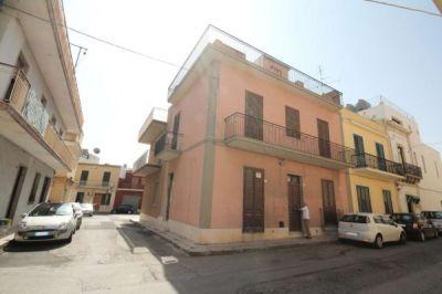 Casa indipendente in vendita a Avola in Via Bovio