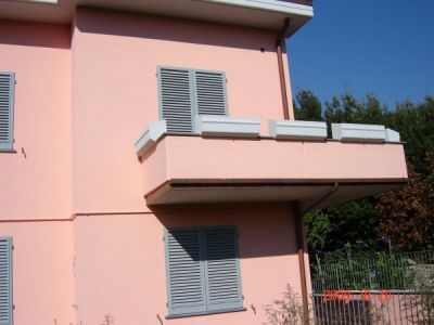 Casa indipendente in vendita a Prato in Via Fonda Di Figline