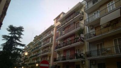 5 locali in vendita a Bari in Via De Viti De Marco