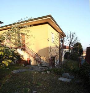 Casa indipendente in vendita a Induno Olona in Via Pezza