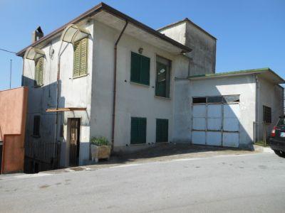 Casa indipendente in vendita a Capriati a Volturno in Capriati A Volturno