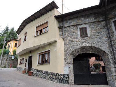 Casa indipendente in vendita a Marchirolo