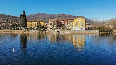 Trilocale in vendita a Lavena Ponte Tresa in Via Zanzi