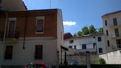 Casa indipendente in vendita a Alessandria in Via Carlo Caselli