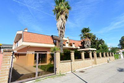 Villa in vendita a Pescara in Strada Fosso Cavone