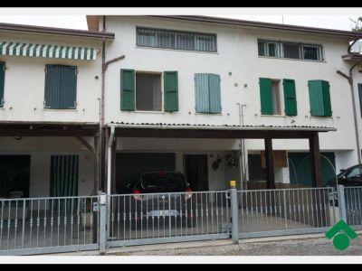 Quadrilocale in vendita a Ravenna in Via Argine Sinistro Savio, 94
