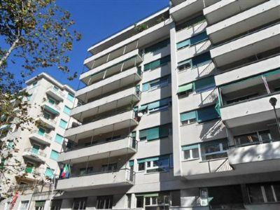 Diviso in ambienti/Locali in affitto a Genova in Via Antonio Cecchi