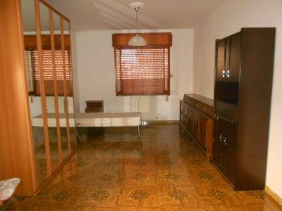 5 locali in affitto a Catanzaro in Via Eraclea