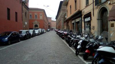 Negozio in affitto a Bologna in Via Massimo D'azeglio