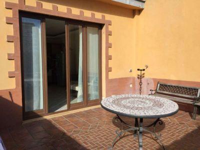 Palazzo/Palazzina/Stabile in vendita a Napoli in Via S. Cosmo Fuori Porta Nolana